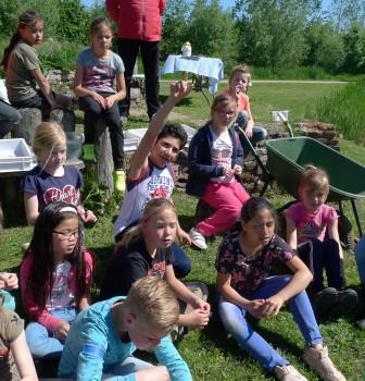 Kinderen basisschool de Leer krijgen natuureducatie